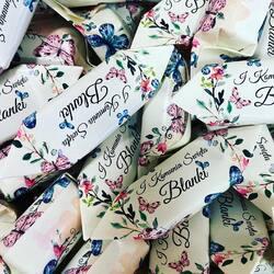 Komunia Blanki 👧 #komuniaświęta #pierwszakomunia #pierwszakomuniaświęta #komunia #maj #krowkinakomunie #gdansk #prezent #prezentnakomunię #warszawa #flowers #krówki #fabrykakrowek #handmade #krakow #krowkislubne #slub2021 #projekt #grafika #wroclaw #girl #słodyczereklamowe #happy #helloworld #lodz #nadruk #indywidualnyprojekt #dladzieci #makeup #love