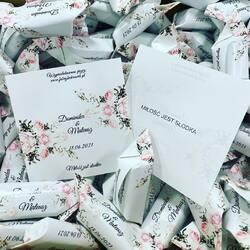 Nowość! 🥳 Nadruk w środku naszych pyszności 😍 #loveislove #love #miłość #nowość #nadruk #fabrykakrowek #gdansk #comaszwśrodku #flowers #slub2021 #helloworld #paramloda #wesele #ślub #krówki #krowkireklamowe #warszawa #projekt #grafika #weeding #kwiaty #summer #czwartek #imiona #podziekowaniadlagosci #podziekowaniadlarodzicow #krakow #lato #fotografslubny #wakacyjnepaznokcie